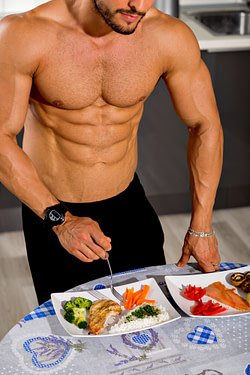 a bodybuilder eating
